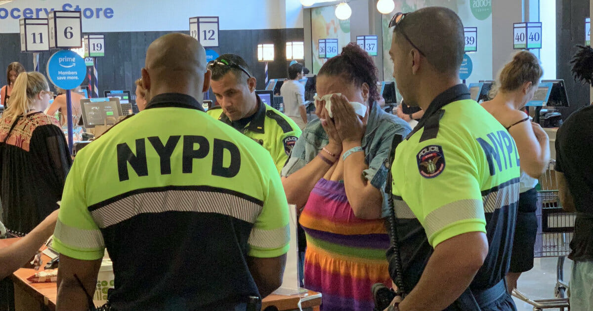 Grocery store calls cops on shoplifting woman—instead, the officers pay for her food.