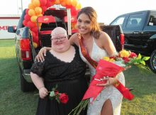 Homecoming queen gives crown to classmate with Down syndrome so they can both be queens