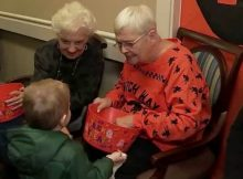 Seniors hand out candy to 5,000 trick-or-treaters on Halloween