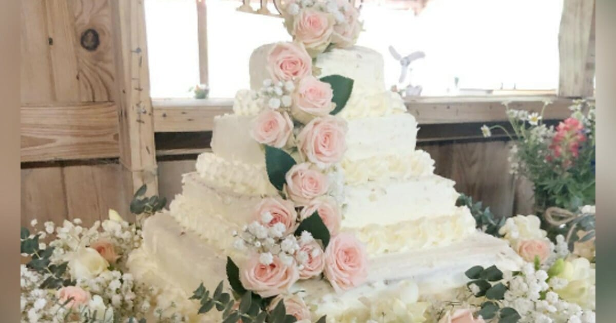 Woman creates beautiful wedding cake for less than $50 – uses Costco sheet cakes and Trader Joe's flowers