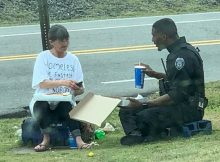 Police officer spends lunch break sharing pizza with homeless woman he just met